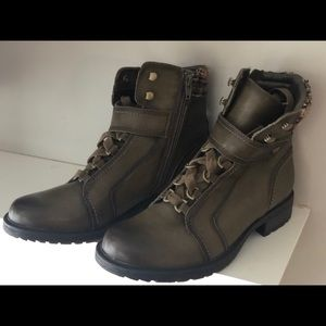 NWOT, Earth brand olive green Leather Boots